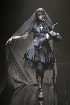 victorian era black dress gothic
