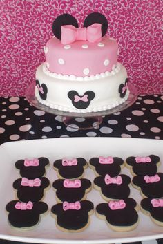Cake and cookies at a Minnie Mouse Party #minniemouse #party