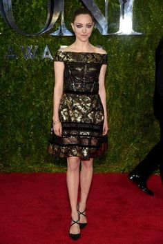 Amanda Seyfried in a black and gold Oscar de la Renta dress at the 2015 Tony Awards