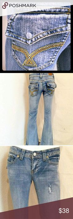 ?? Vigoss Flare Jeans - Excellent condition!! ?? Light wash flare jeans by Vigoss - flap over, snap button on the back pockets. Only worn & washed 1x! Super cute, comfortable, casual jeans. Super cute paired with a collared button up dress shirt or your favorite VS hoodie!  Make me an offer, 3+ -20% off bundle discounts throughout my entire closet! Vigoss Jeans Flare & Wide Leg