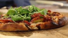 Pizza z gorgonzolą, figami i szynką parmeńską, plus ciasto Paula Hollywooda