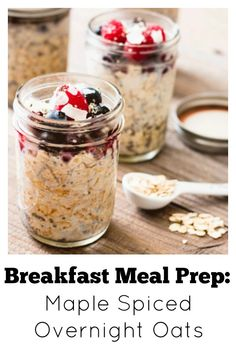 Breakfast Meal Prep: Maple Spiced Chia Overnight Oats. Filling, creamy, delicious and completely customizable depending on your fav toppings. Let the kids help make some up the night before and you have the perfect busy morning breakfast.  #mealprep #breakfast #oats #masonjars #chiaseeds via @wholefoodbellies