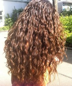 World of Curls: Swiss Wavy Vlogger Shalimarcat Welt der Locken: Swiss Wavy Vlogger Shalimarcat Coily Hair, Wavy Hair, Wavy Perm, Permed Hairstyles, Pretty Hairstyles, Hair Inspo, Hair Inspiration, Curly Hair Styles, Natural Hair Styles