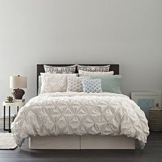 Real Simple® Jules Duvet Cover is hand-pinched for voluminous texture, unbeatable softness and sophistication. Rich and luxuriously soft in 200 count combed cotton percale, you will be enveloped into its beauty.