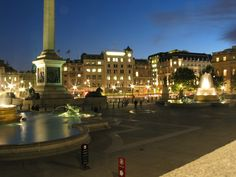 trafalgar square night - Google-Suche London Attractions, Trafalgar Square, Westminster, Big Ben, Mansions, Game, Night, House Styles, City