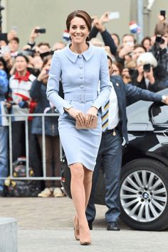After attending her first solo engagement abroad on Tuesday, the Duchess of Cambridge flew commercial from the Netherlands to London. Passengers were shocked when Middleton walked onto the aircraft, according to the New Zealand Herald.