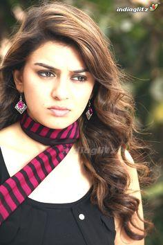 Beautiful Bollywood Actress, Most Beautiful Indian Actress, Indian Actresses, Actors & Actresses, Indian Natural Beauty, Tamil Girls, Indian Star, Tamil Actress Photos, Beauty Full Girl