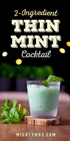 Thin Mint Cocktail - Tastes just like the Girl Scout cookie! Easy to make. Only two ingredients. A fun drink for a Christmas party St. Patrick's Day or to satisfy your thin mint craving any time of the year! Cocktail and mocktail versions click Easy Drink Recipes, Best Cocktail Recipes, Easy Cocktails, Drinks Alcohol Recipes, Smoothie Recipes, Irish Cocktails, Mint Recipes, Vegan Smoothies, Snack Recipes