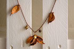 Pot Pourri, Collana con petali e fiore arancione. Necklace with orange petals and flower!