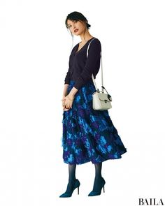 ダスティピンクやマスタードイエロー、フォレストグリーン、ブリックレッドなど、この冬大ヒットしているパッと鮮やかなきれい色のアイテム… Lace Skirt, Midi Skirt, Tokyo Fashion, Skirt Outfits, Daily Fashion, Actors & Actresses, Lady, Womens Fashion, Skirts