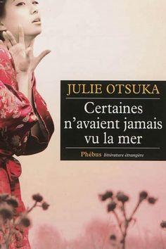 """Julie Otsuka nous raconte dans """"certaines n'avaient jamais vu la mer"""" l'histoire de japonaises qui ont rejoint des compatriotes expatriés aux Etats-Unis leur proposant le mariage. Elles sont pleines d'espoir, en ce début de 20 ème siècle, fuyant la pauvreté. Un récit bref, dense et splendide"""