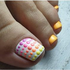The advantage of the gel is that it allows you to enjoy your French manicure for a long time. There are four different ways to make a French manicure on gel nails. Pretty Toe Nails, Cute Toe Nails, Toe Nail Art, Acrylic Nails, Hair And Nails, My Nails, Summer Toe Nails, Fall Toe Nails, Feet Nails