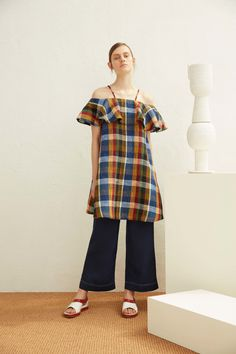 Suno Resort 2017 Collection Photos - Vogue ...a C21 version of an outfit I wore as a young teen in the 70's, madras peasant blouse over denim culottes, it was good then and it's good now...