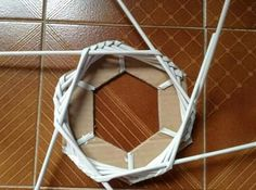 A hollow bottom.maybe to add light? Paper Crafts Origami, Paper Quilling, Diy Paper, Paper Art, Newspaper Basket, Newspaper Crafts, Drinking Straw Crafts, Paper Basket Weaving, Paper Beads Tutorial