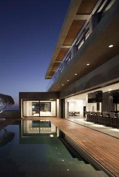 Modern concrete beach house: Herzelia Pituah 4 House