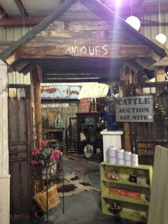 This vintage hotspot offers a world of retro flashbacks and shabby chic discoveries. One stroll inside, and you are sure to stumble across treasures and gather countless decorating ideas. #VintageWarehouse #Lakeland
