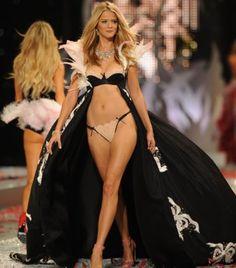 carmen Victoria Secret Online, Victorias Secret Models, Victoria Secret Fashion Show, Carmen Kass, Bridal Lingerie, Sexy Lingerie, Famous Supermodels, Simply Fashion, Vs Fashion Shows