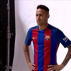 586bb27a51 The making of the video of the new FC Barcelona kit Les imatges del rodatge  amb els jugadors de la nova equipació Las imágenes del rodaje de la nueva  ...