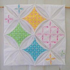 cathedral windows variation for doll quilt swap 9 Quilting Tips, Quilting Tutorials, Quilting Projects, Quilting Designs, Sewing Projects, Cathedral Window Patchwork, Cathedral Window Quilts, Cathedral Windows, Small Quilts