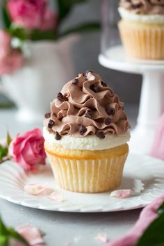 These Cannoli Cupcakes combine two of the best desserts in the world (cupcakes and cannoli) to make one unforgettable indulgence! You get a perfect vanilla cupcake topped with a ricotta cannoli fillin Cupcake Recipes, Baking Recipes, Cupcake Cakes, Dessert Recipes, Cannoli Cupcake, Buttermilk Cupcakes, Biscuits, Chocolate Whipped Cream, Sicilian Recipes