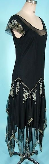 - Antique Dress - Item for Sale 1920 Flapper Dresses, Roaring 20s Dresses, 1920s Evening Dress, 1920s Dress, 1920 Style, Flapper Style, 20s Fashion, Fashion History, Retro Fashion