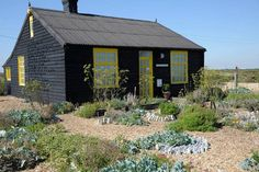 Prospect Cottage y el jardín de Derek Jarman Experimental, Cottage, Cabin, House Styles, Garden, Blog, Home Decor, Landscaping, Gardens