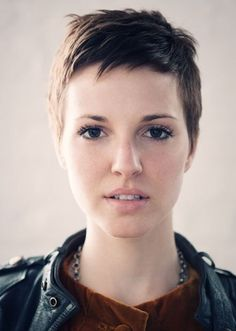 Short Pixie Haircuts for Women:It is a gorgeous hairstyle that gives women and girls a unique and trendy look. Short pixie haircuts for women 2012 and 2013 are: Short Bob Thick Hair, Girl Short Hair, Short Hair Cuts For Women, Short Hair Styles, Short Bangs, Short Cuts, Superkurzer Pixie, Pixie Cuts, Long Pixie