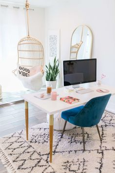 I'm so excited to finally share my minimal california inspired home office! It was important to create a space that would bring me joy to work in. Home Office Decor California Styling Domino Home Decor Ideas Modern Decor Interior Design Cool Office Space, Office Space Design, Office Interior Design, Office Interiors, Workplace Design, Office Workspace, Workspace Inspiration, Home Decor Inspiration, Decor Ideas