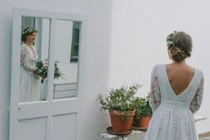 Sublime Eugénie en robe création tout en dentelle de Calais, réalisée pour elle #elisehameau #elisehameaubrides #realbrides #calaislace #weddingdress #madeinparis
