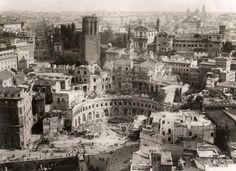 Demolition at the Forum of Trajan c. 1929 Photo by: Chicago Tribune Taken from: www.ebay.it