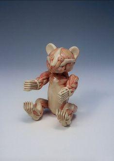 Si sumas algo de los cuerpos humanos y animales del artista-científicoGunther von Hagens, con las figuras anatómicas típicas de hospitales y escuelas junto a mucha fantasía, damos con el curioso/loco/genial arte del japonésMasao Kinoshita.                      …