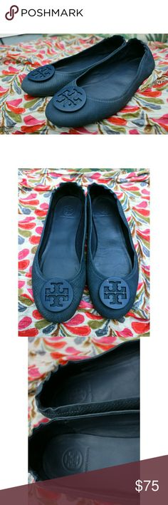 Tory Burch Minnie Travel Ballet Flats Navy Suede 9 Cute suede leather flats in navy blue. Has some wear and darkening, but they still look great! There are a few small chips in the emblem's paint that shows the brass finish of the metal underneath. Bottoms need a good scrubbing, but look worse in the pic for some reason. No holes or rips. These are nice because you can fold them up and take them with you. Just the right shoe for when heels are killing your feet! They are well loved, but have…