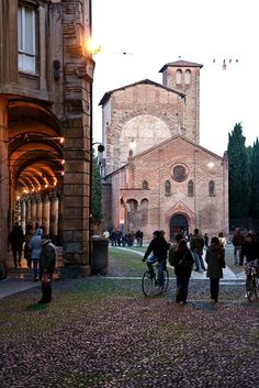 Bologna - province of Bologna, Emilia Romagna region Italy Dei posti piu belli! Places In Italy, Places To Visit, Bologna Italy, Regions Of Italy, Visit Italy, Northern Italy, Italy Travel, Wonders Of The World, Barcelona Cathedral