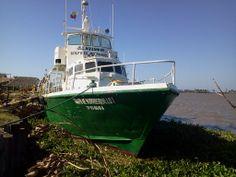 Embarcación anclada en el Río Magdalena, a la altura del barrio Las Flóres, en Barranquilla.