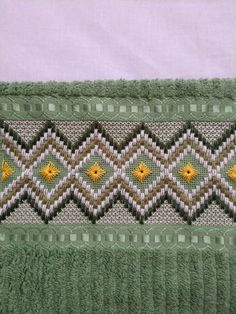 Bargello, Embroidery Designs, Blanket, Crochet, Cross Stitch Embroidery, Chicken Crafts, Stitch Patterns, Craft Rooms, Embroidered Towels