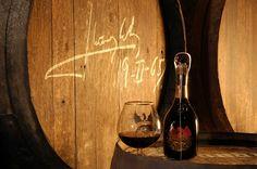 Se elabora con la mejor selección de aguardientes y holandas (destilados de vino sano), los distintos destilados sabiamente conjuntados han dado lugar al brandy, que iniciara su largo proceso de crianza y muchos en barrica de roble americano. -