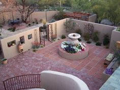 Gallery of patio yard. Mexican Courtyard, Spanish Courtyard, Mexican Garden, Desert Backyard, Big Backyard, Backyard Landscaping, Backyard Ideas, Garden Ideas, Courtyard Design