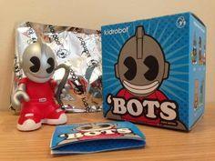 Toy Art Bots 3 Inch Mascote Kidrobot  http://produto.mercadolivre.com.br/MLB-589899166-toy-art-bots-3-inch-mascote-kidrobot-dunny-munny-_JM