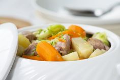 Stunggis Kanton, World Recipes, Potato Salad, Potatoes, Ethnic Recipes, Food, Browning, Stew, Food Portions