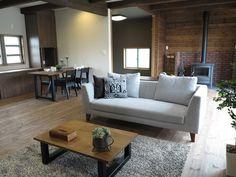 ウォールナット無垢材&ブラック色の家具でコーディネート!薪ストーブのブラック色に合わせてコーディネートの中にブラック色をアクセントカラーとして提案