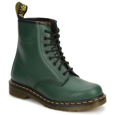 These green leather Doc Martens boots are a timeless choice. In addition to their style, they provide the brand's legendary comfort and support