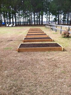 Square Foot Gardening... AWESOME! The link to this on my pin before didn't work... Hopefully this one does