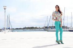 Completo con camicia stile floreale e pantalone in cotone turchese