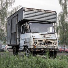 Żukowy tryptyk #żuk #abandoned #soloparking #vintage #vintagecar  #polskamotoryzacja  #youngtimer #car #igerscar #instacar #vscocars #lubiepolske #igerspoland #instapoland #loves_poland #naczarnych