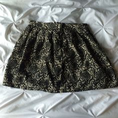 """Hinge Lace Pattern Skirt Airy and light skirt from Hinge and purchased from Nordstrom. I'm 5'4"""" and it hits above the knee. This says size 10, but runs small. Fits more like a traditional size 6 or 8. Hinge Skirts Circle & Skater"""