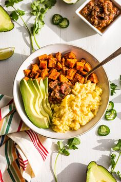 These Mexican Inspired Sweet Potato Breakfast Bowls are a option that can be meal prepped ahead. Whole 30 Breakfast, Sweet Potato Breakfast, Breakfast Potatoes, Paleo Breakfast, Breakfast Bowls, Breakfast Recipes, Mexican Breakfast, Breakfast Sandwiches, Breakfast Pizza