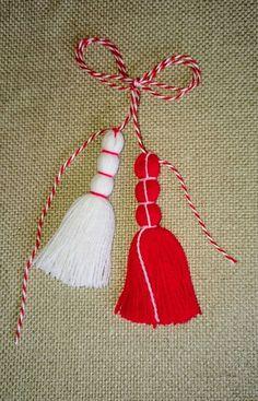 Baba Marta, 8 Martie, Mani, Fringes, Wool Yarn, Yarn Crafts, Design Crafts, Decorative Items, Tassels