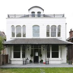 Browse thousands of interior and exterior images from Farrow & Ball. Be inspired with stunning home decor images and design ideas for your home. Exterior Paint, Exterior Design, Interior And Exterior, Style At Home, Wimborne White, Beautiful Interior Design, Farrow Ball, House Front, Paint Colors