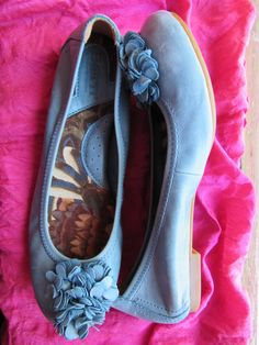 Amaizing Vintage Born Shoes Blue  Leather With Flowers Low Heels Women Loafers Size 5.5 M/36 by oldmagicchest on Etsy