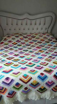 Crochet Granny, Crochet Shawl, Crochet Stitches, Free Crochet, Knit Crochet, Crochet Square Patterns, Crochet Designs, Crochet Flower Tutorial, Crochet Flowers
